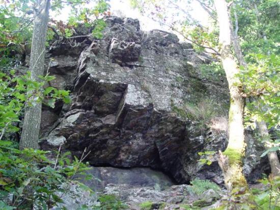 mont ministre rocher a cote de la grotte des fees